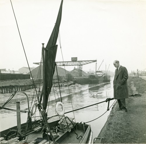 Hervey Benham talking to a barge skipper - Colchester Hythe in the early 1950s