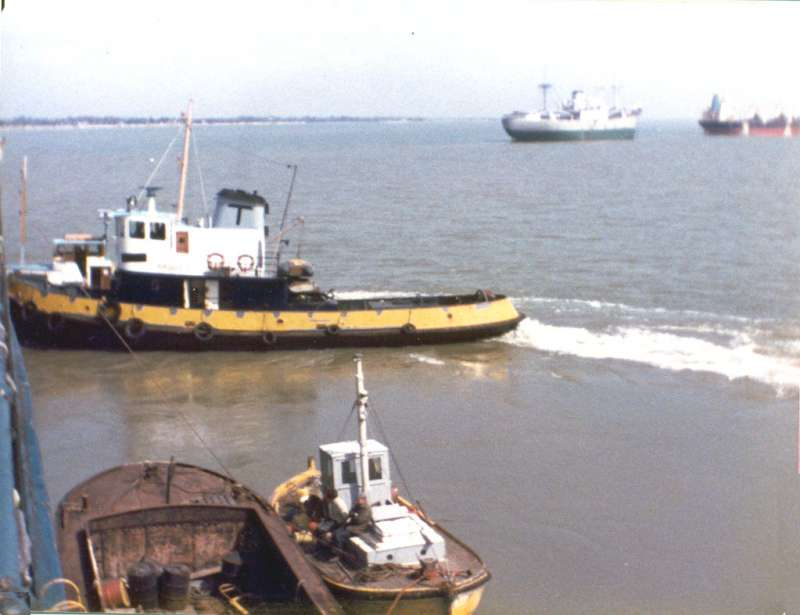 ZAK in background of photograph of tug ARGUS T.