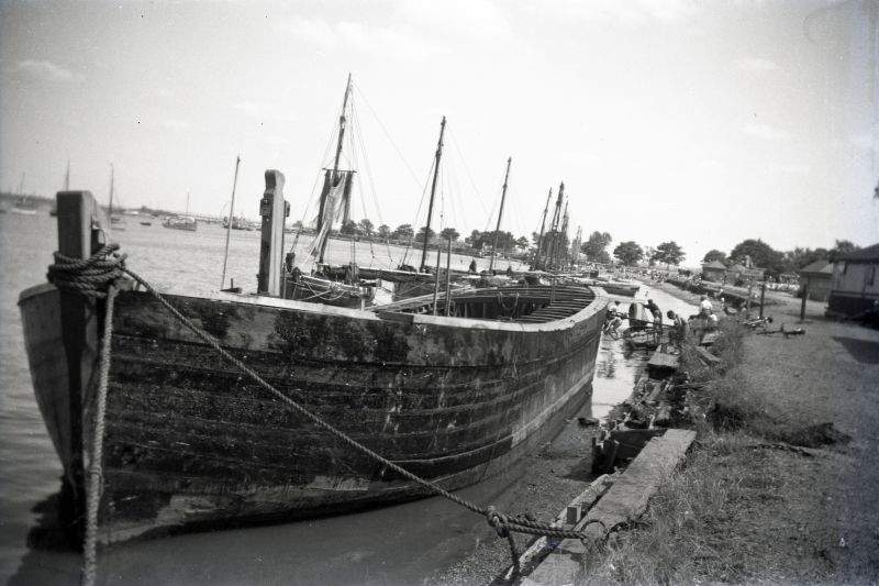 Barge being rebuilt at Maldon.