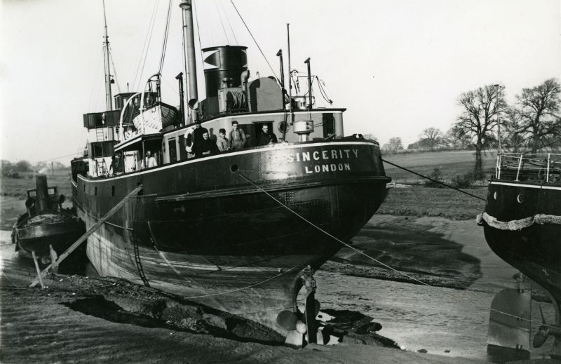 Everard's SINCERITY aground in the River Colne and causing a River Stoppage