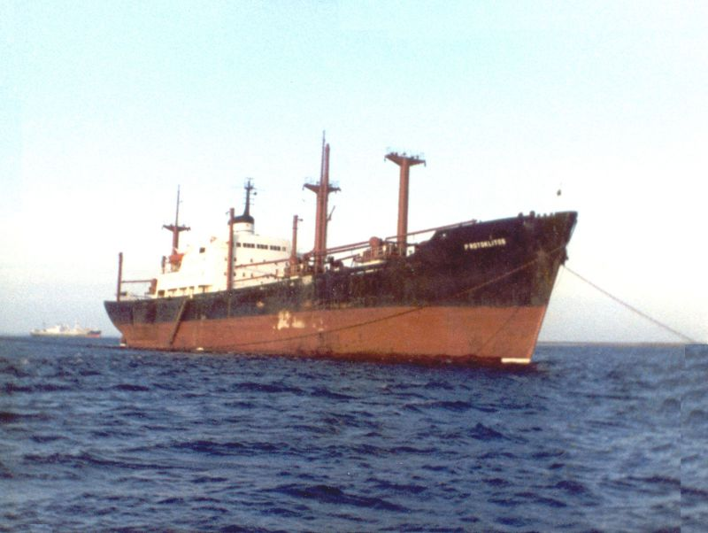 PROTOKLITOS with moorings being untangled, just before leaving the Blackwater Date: 1983.
