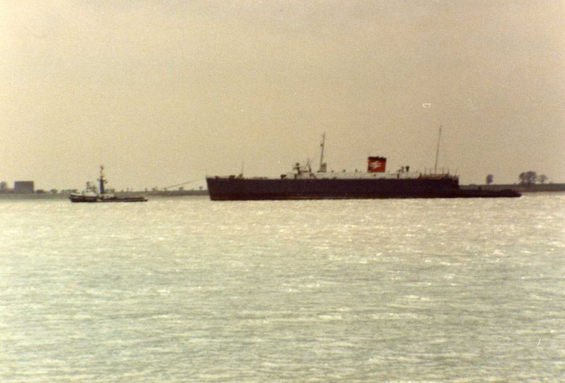 ID AA000230 NORFOLK FERRY leaving the Blackwater under tow Dutch tug BANCKERT for breaking ...