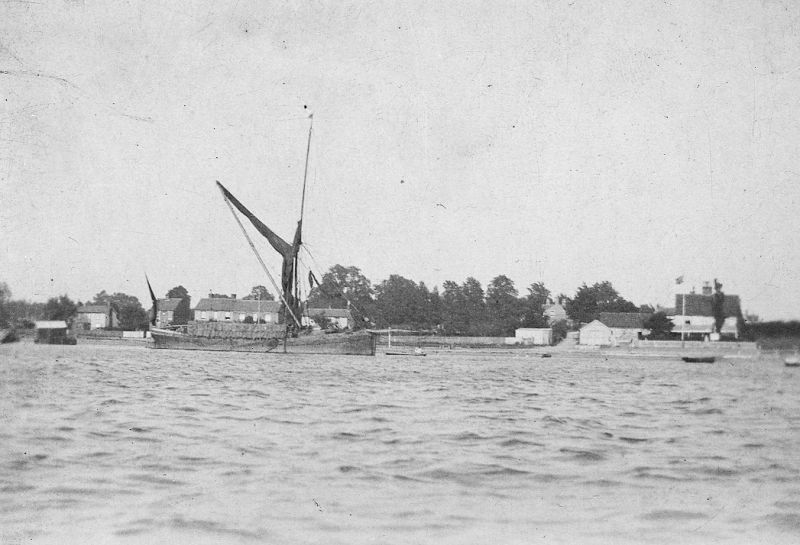 A 'stackie' barge at West Mersea Hard. Stonehill House is on the right with Firs Chase to the left of it, but Journey's End has not yet been built. (The land for Journey's End was bought 1907 and it was built soon after that.) 