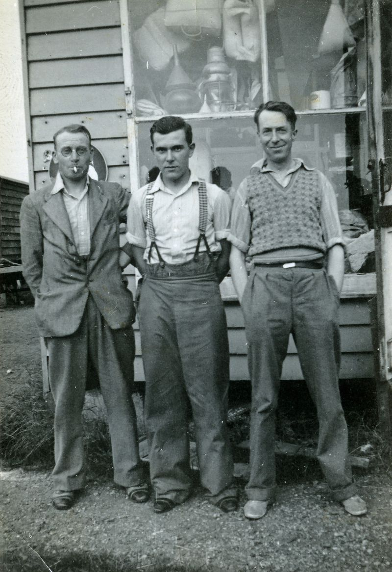 Gowen & Co., Mersea. Jack Gurton, Ernie Ponder, Freddy French [Nancy Smith]. 