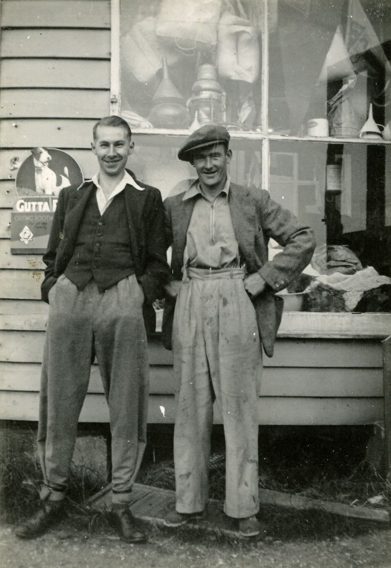 Gowen & Co., Mersea. Vic Pullen and Lewis 'Pinky' Hewes. 