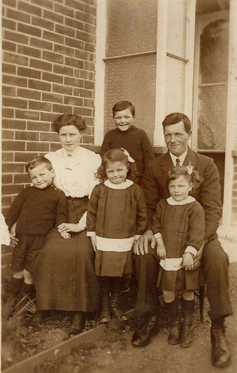 Bernard, Bessie, Len, Ernest, Gwenda and Connie French. 