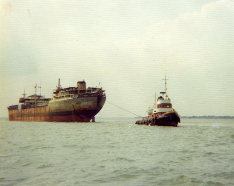 Laid up tanker ARO and a Sun tug, thought to be SUN XXII, in the River Blackwater. ARO which was in the River from 4 July 1975 to November 1978. She was built 1956 as FERNCREST and scrapped Santander 27 Nov 1978. Date: c1977.
