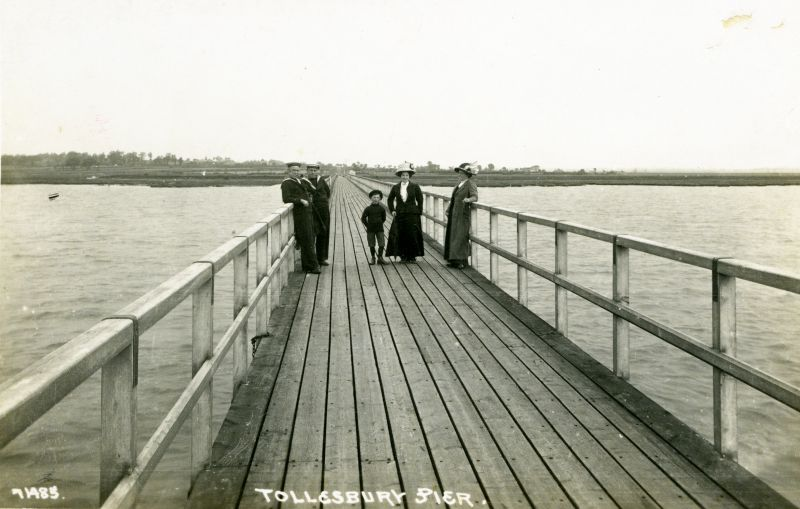 Tollesbury Pier. Postcard 71485, not mailed. 