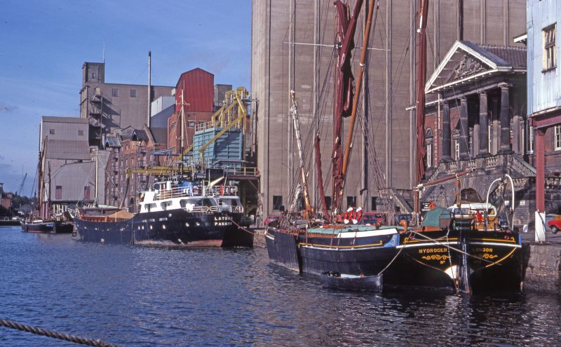 Ipswich Dock. Coaster LATONA registered Panama in the centre. Sailing barge HYDROGEN on the right.