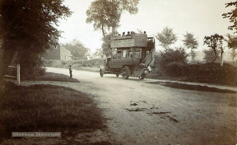 Primrose bus at Hyde Park Corner, Peldon