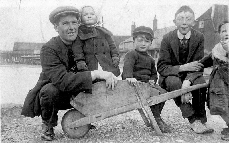 Children at the bottom of The Lane, with Old Victory and Cornerways in the background.