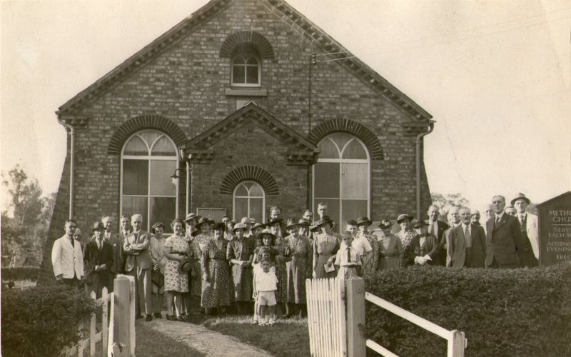The congregation outside Peldon Church. Pat Wyncoll is the small boy in the front - he was born 1940, dating this around 1945? 