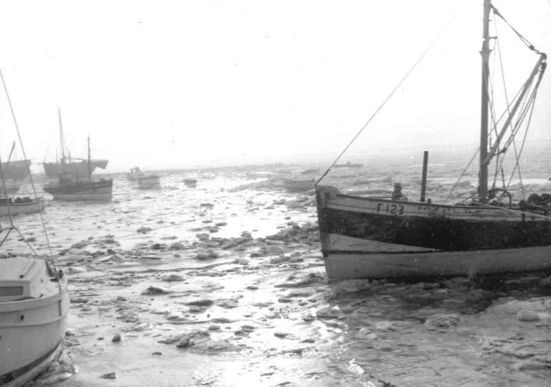 ID ABD_003 The hard winter of 1962/1963. Ice MAYFLOWER, MERSEA LASS, MARY, THISTLE...