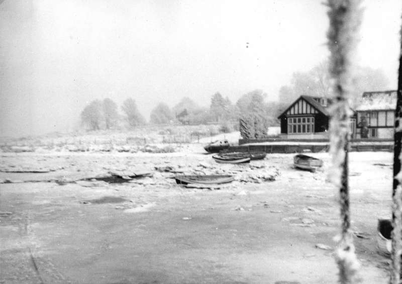 ID ABD_005 The hard winter of 1962 - 1963. Ice at the Nothe. There was a school in the ...