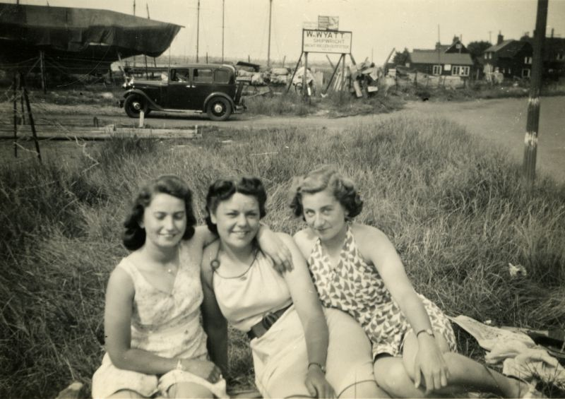 West Mersea Hard - Wm. Wyatt slipway in background. Joan Pullen on left, Violet Green centre ? 