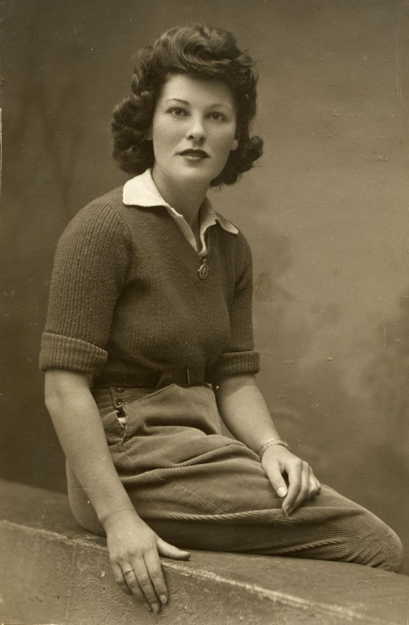 Eileen - a Land Army girl from Stratford, East London, who lodged with Cath and Gordon Mussett on Mersea during WW2. 