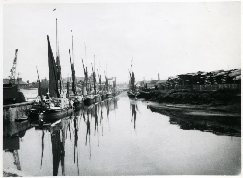 Barges at Colchester Hythe. [DW]
