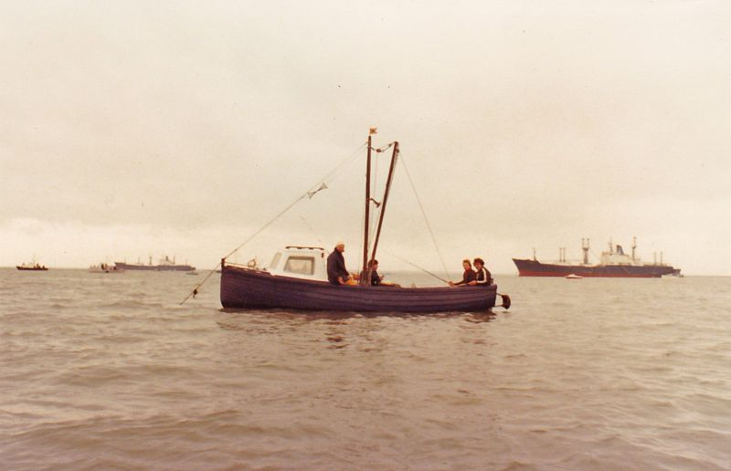 Fishing in the River. The laid up ships in the background are FLAMAR PRIDE and FLAMAR PROGRESS, which were in the River around 1981. The fishing boat and men are not yet known ... Date: cOctober 1981.