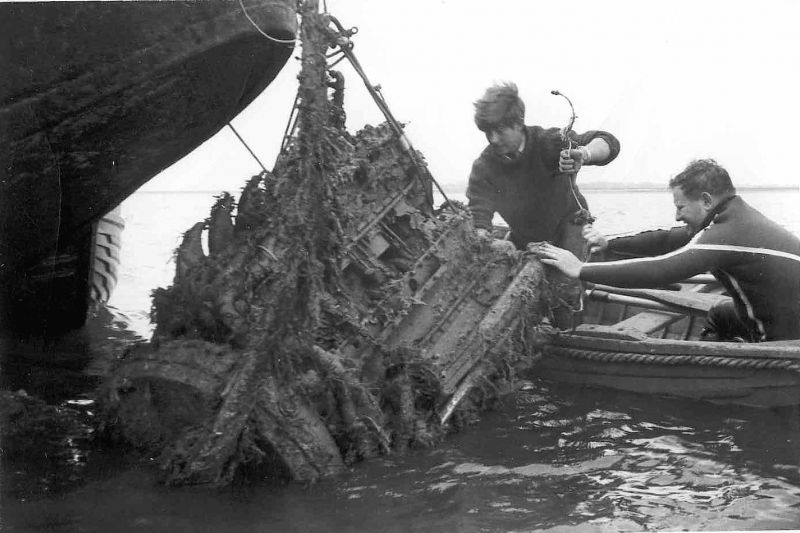 Salvaging an engine from Typhoon R8895 which came down in the Blackwater 22 March 1944.