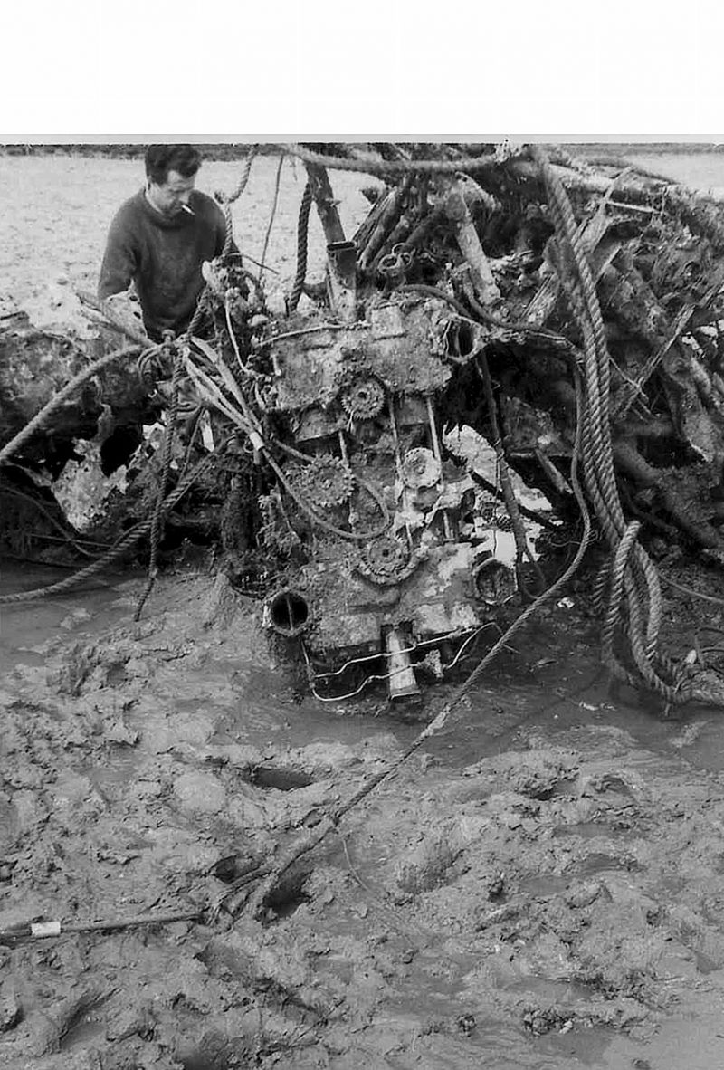 Salvaging an engine from Typhoon R8895 which came down in the Blackwater during WW2. 
