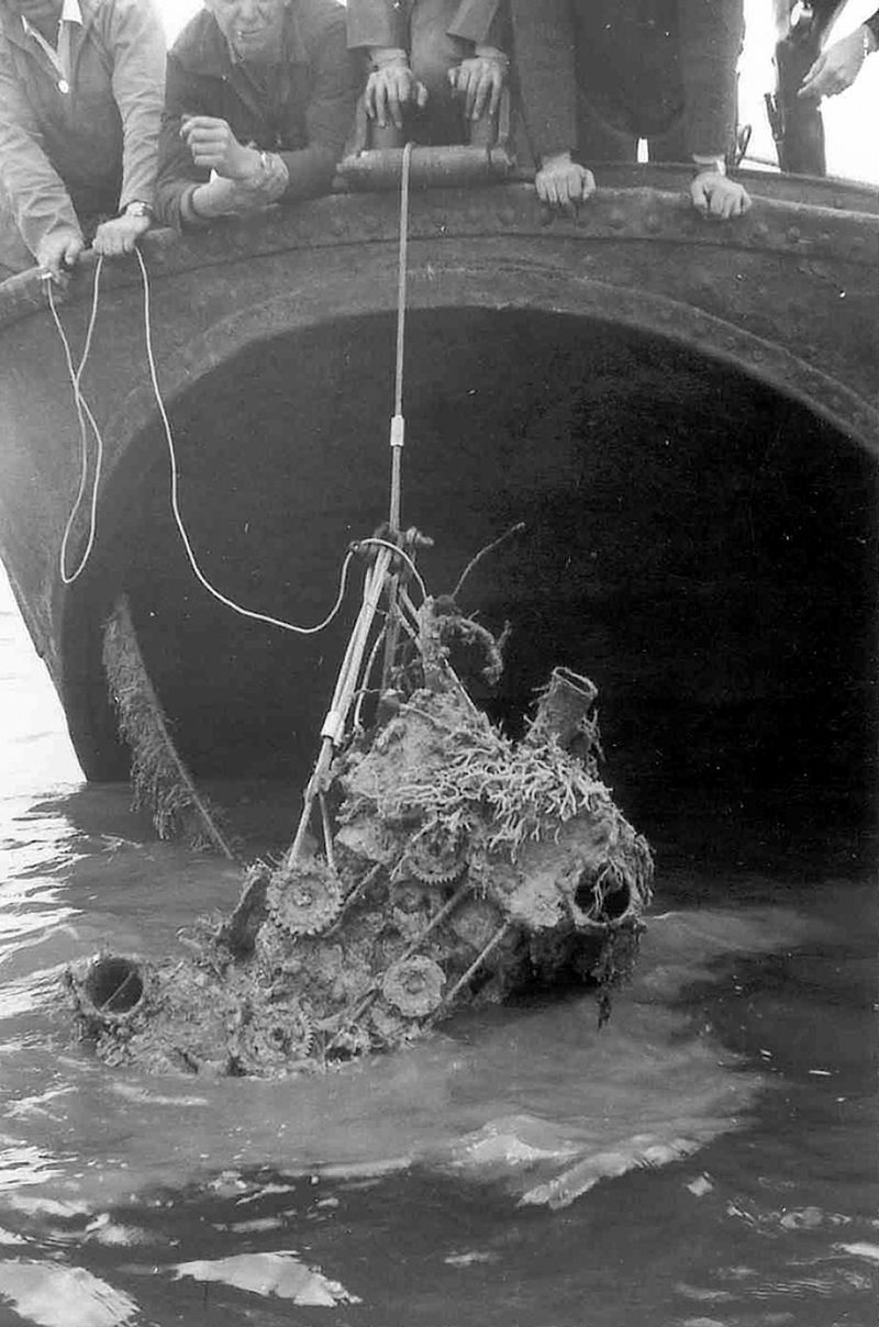 Salvaging an engine from a Typhoon which came down in the Blackwater during WW2. 