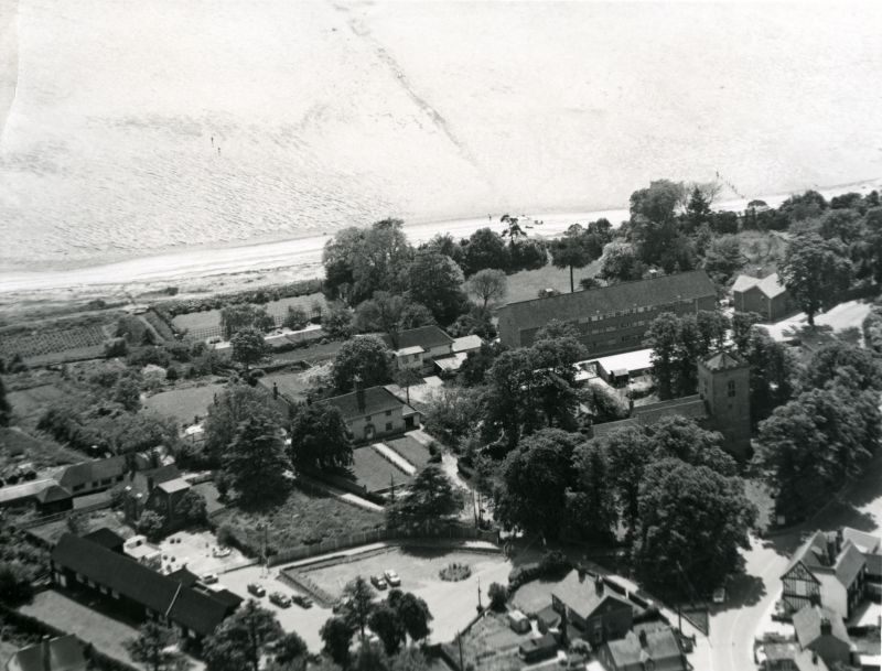 Jack Botham Aerial photograph 3121. West Mersea Hall and New Orleans. View looking southwest. 
