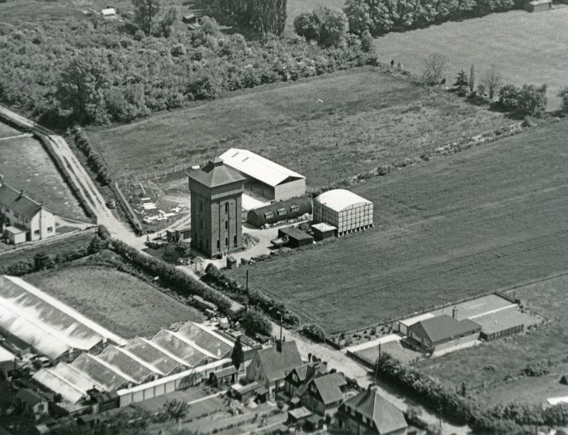 87. ID JBA_562 Jack Botham aerial photograph 3310. Upland Road, water tower. The large tank behind the tower was built but never used [RG]. The entrance to Reymead Close was ...