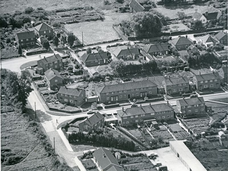 Jack Botham aerial photograph 9131A. East Road across top, Oakwood Avenue and Windsor Road to centre right. 