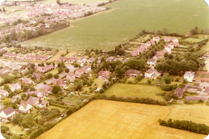 Seaview Avenue lower left and East Road across the centre. Looking northwest. 