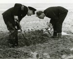 99. ID PP4_SKL_005 Police Sergeant Tony Butcher and Police Constable David Passfield recovering a skeleton found on the beach by Coopers Beach, East Mersea.